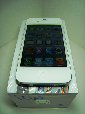 Apple Iphone 4s 32Gb &Apple iPad 2 Wifi + 3G – 64Gb